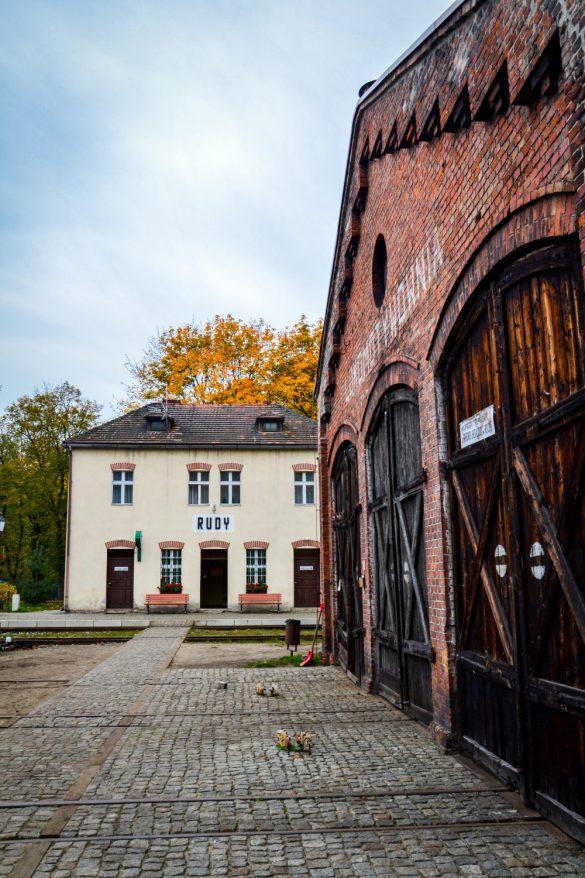 Zabytkowa Stacja Kolejki Wąskotorowej, Rudy, Śląsk - bele kaj, blog podróżniczy po śląsku