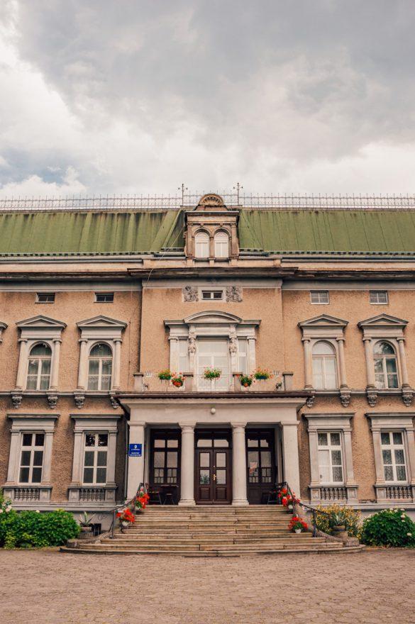Pałac w Pogrzebieniu, Śląsk - belekaj.eu